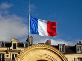 drapeaux-en-berne-sur-l-Elysee-portrait-sur-le-Quai-d-Orsay_article_popin
