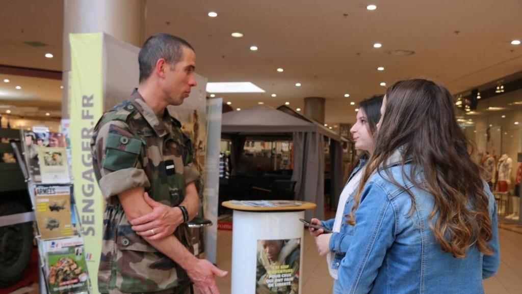 fdd8dacfd1820edef02dee5126d2c73c-alencon-gendarmerie-et-armee-de-terre-recrutent-au-centre-leclerc