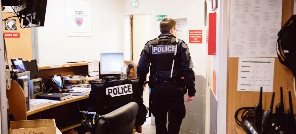 Visite du ministre de l interieur dans le Commissariat de police du 14eme arrondissement de Paris