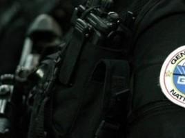 logo-du-gign-sur-l-uniforme-de-l-un-de-ses-membres