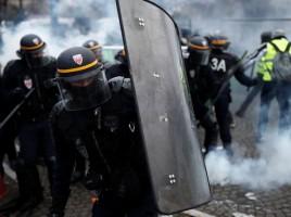 au-plus-chaud-des-affrontements-entre-police-et-manifestants-samedi-1er-decembre-a-paris_6134176