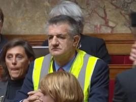 b4ecd9a9c31b95d397b5cec24dfa185e-jean-lassalle-met-un-gilet-jaune-en-pleine-seance-de-questions-l-assemblee-nationale