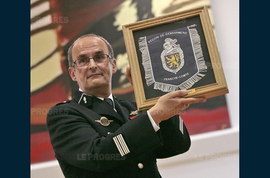 xavier-denis-alors-colonel-lors-de-son-pot-de-depart-du-groupement-du-jura-en-juin-2010-archives-progres-philippe-trias-1565202244