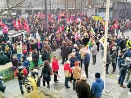 quelque-5-000-manifestants-etaient-reunis-ce-vendredi-place_5021800_676x381p