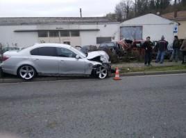 l-accident-est-survenu-dans-la-nuit-de-samedi-a-dimanche-au-centre-du-village-1581877606