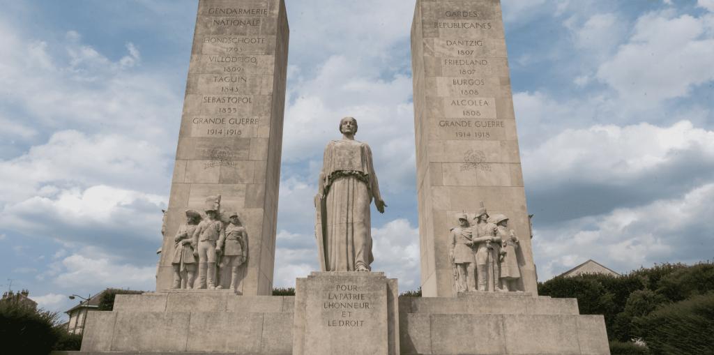 Monument-aux-Morts-de-la-GN-rafraichi-Place-de-la-Loi