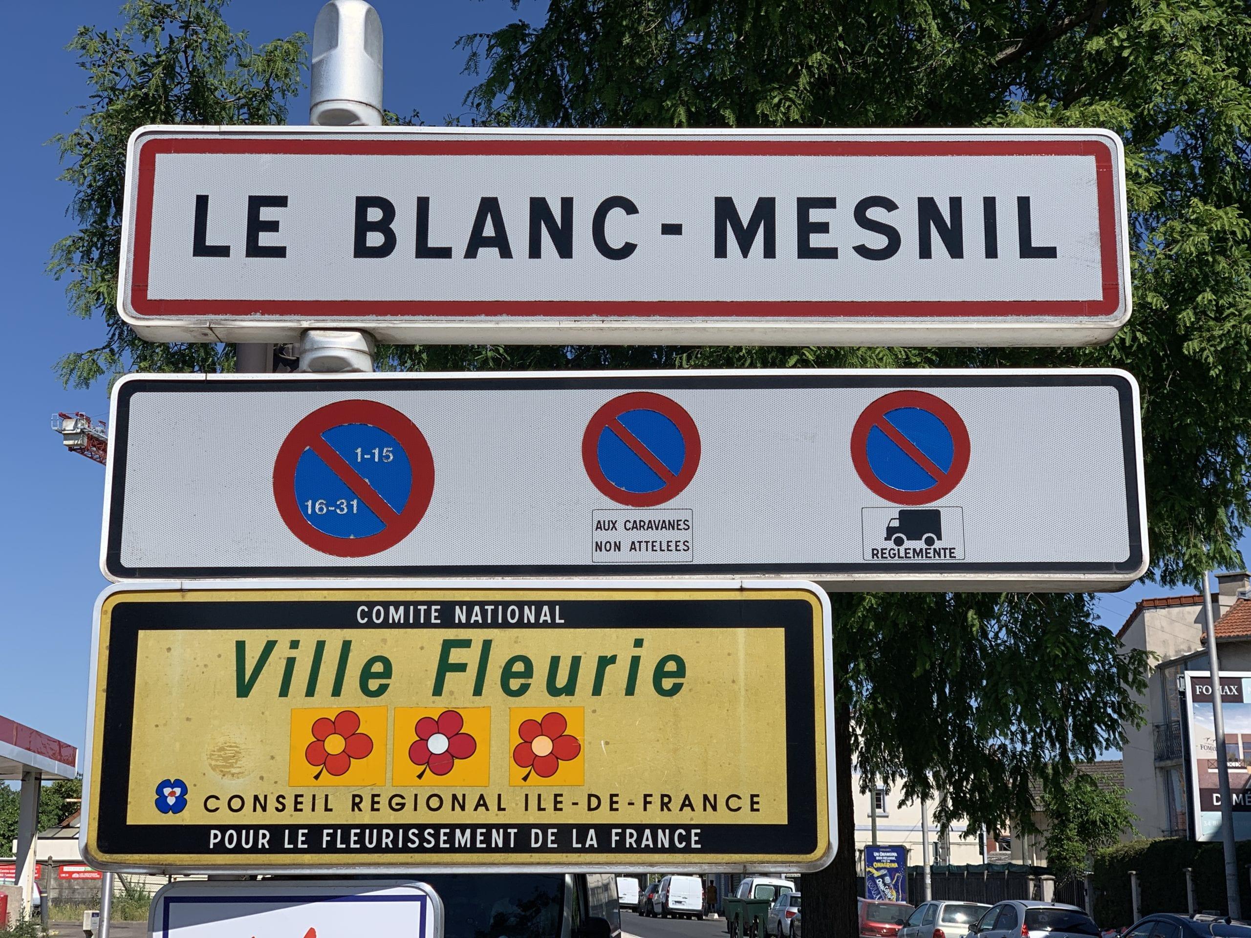 Panneau_entrée_Blanc_Mesnil_1-scaled