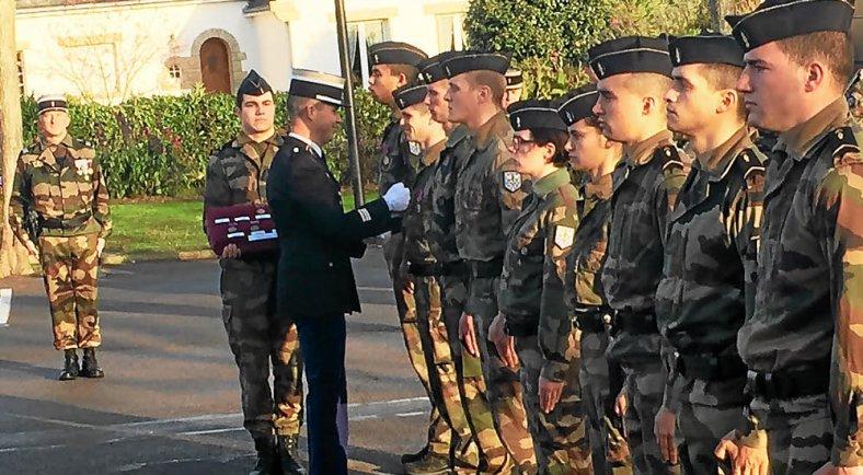 Gendarmerie pr sentation au drapeau - Grille salaire sous officier gendarmerie ...