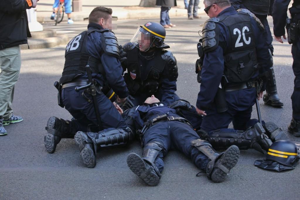 01_policemanif