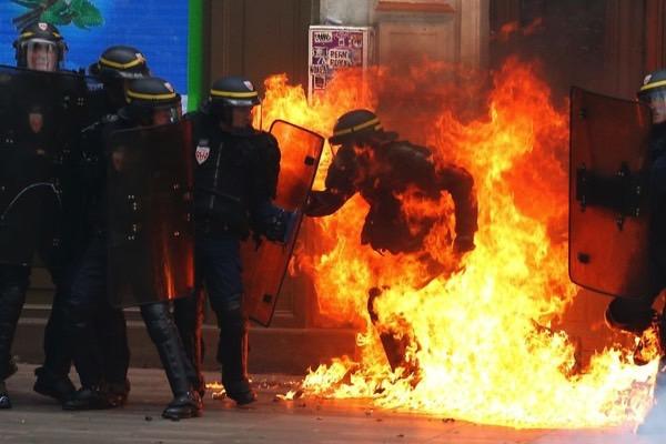 Policier brulé