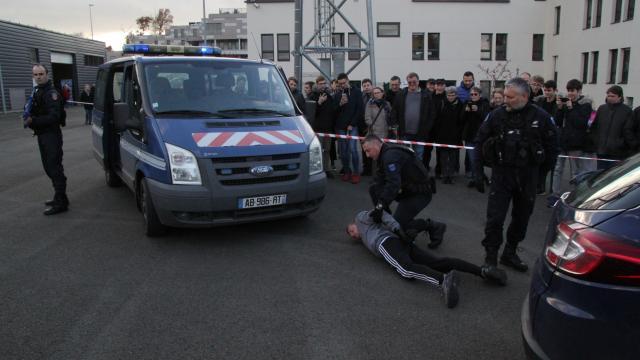 laval-beaucoup-de-monde-aux-portes-ouvertes-de-la-gendarmerie