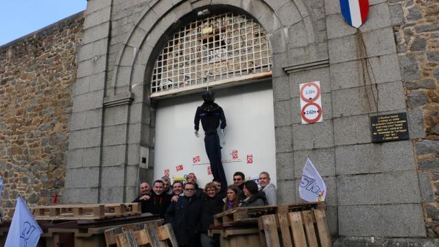 prisons-dans-l-ouest-des-directeurs-refusent-de-denoncer-les-manifestants