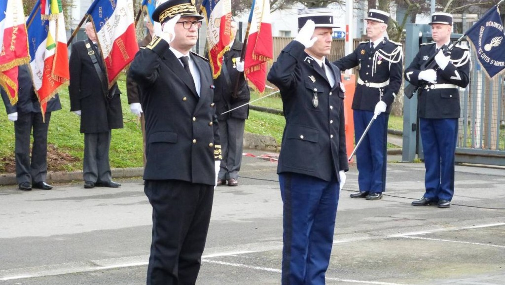 1cf2497ffba26490bc52ce7c7dd01a6a-saint-brieuc-un-hommage-aux-gendarmes-morts-en-service