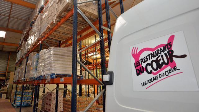 la-gendarmerie-donne-aux-restos-du-coeur-1-5-tonne-de-nourriture-saisie