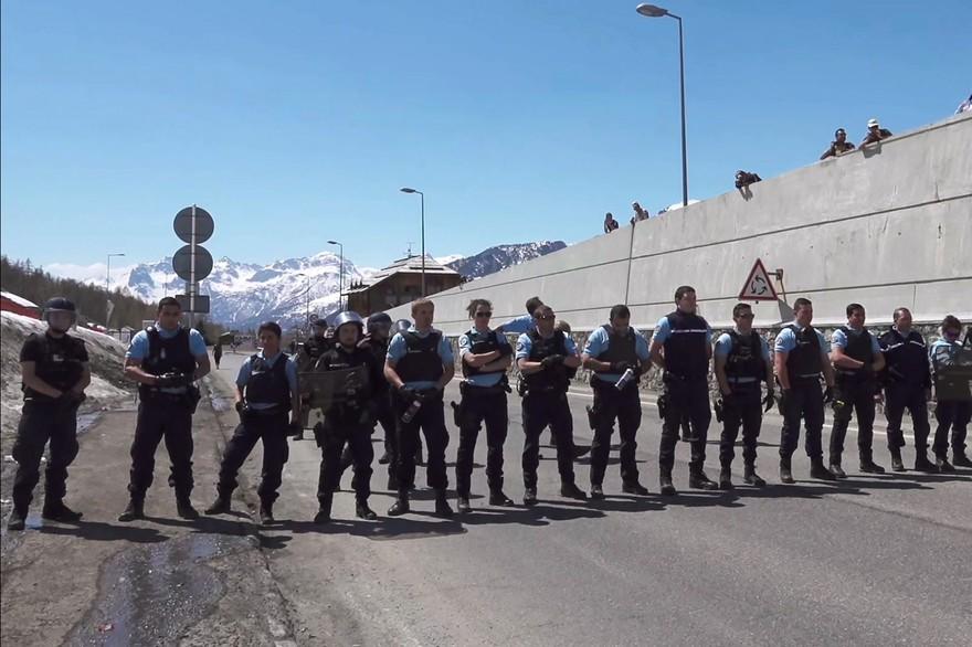 7793119299_des-gendarmes-au-montgenevre-dimanche-22-avril-2018
