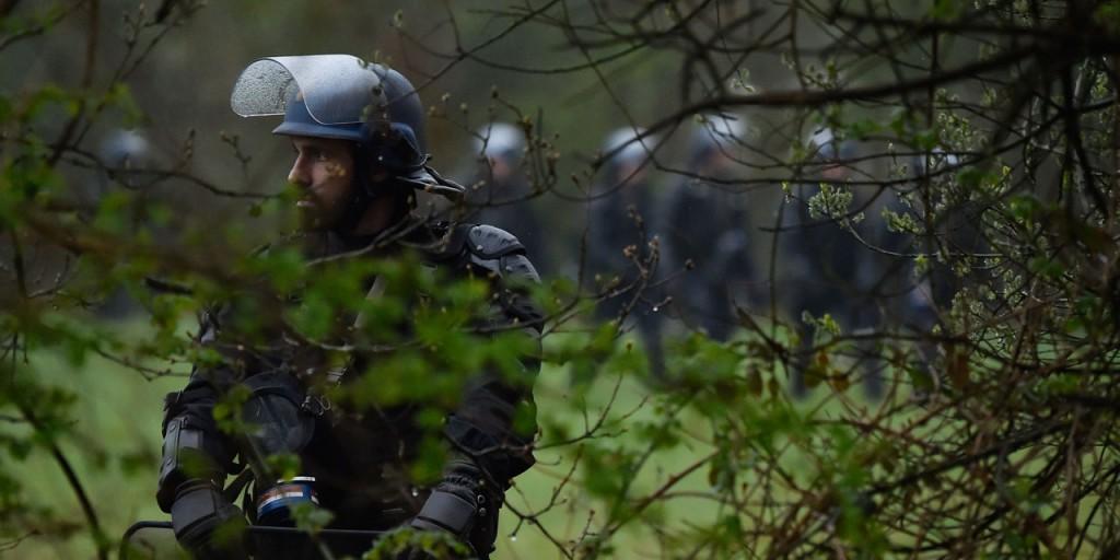 NDDL-enquete-apres-un-tir-de-fusee-sur-un-helicoptere-de-la-gendarmerie