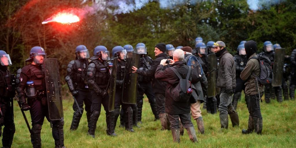 Notre-Dame-des-Landes-six-gendarmes-blesses-dans-une-embuscade