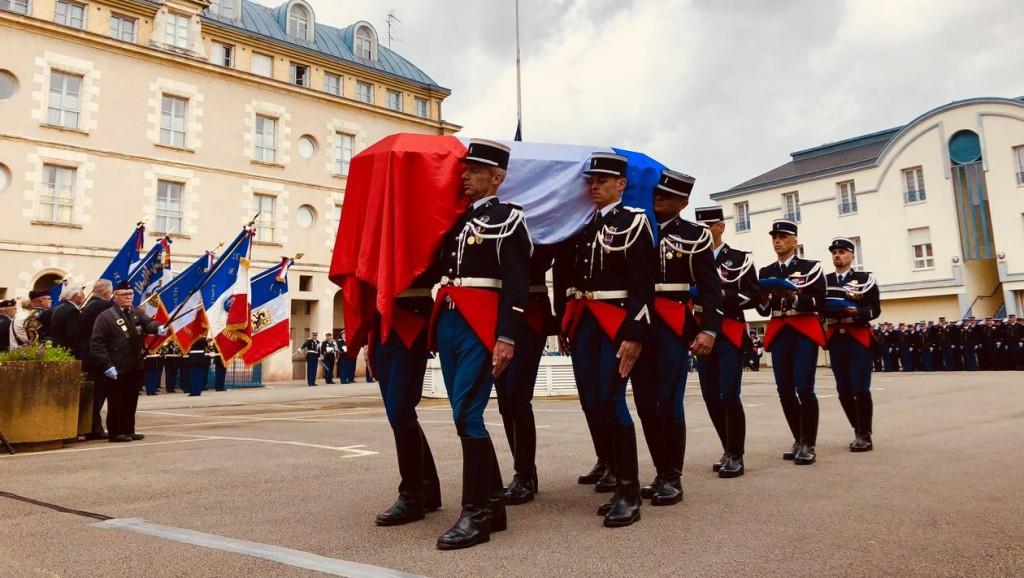 7d8b1a3d24d38a67336ec49849450633-gendarme-decede-dans-le-morbihan-une-ceremonie-militaire-pleine-d-emotion