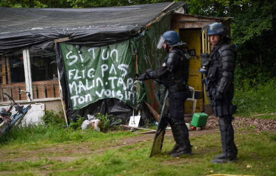 960x614_gendarmes-mobiles-cours-expulsion-squat-zad-dame-landes