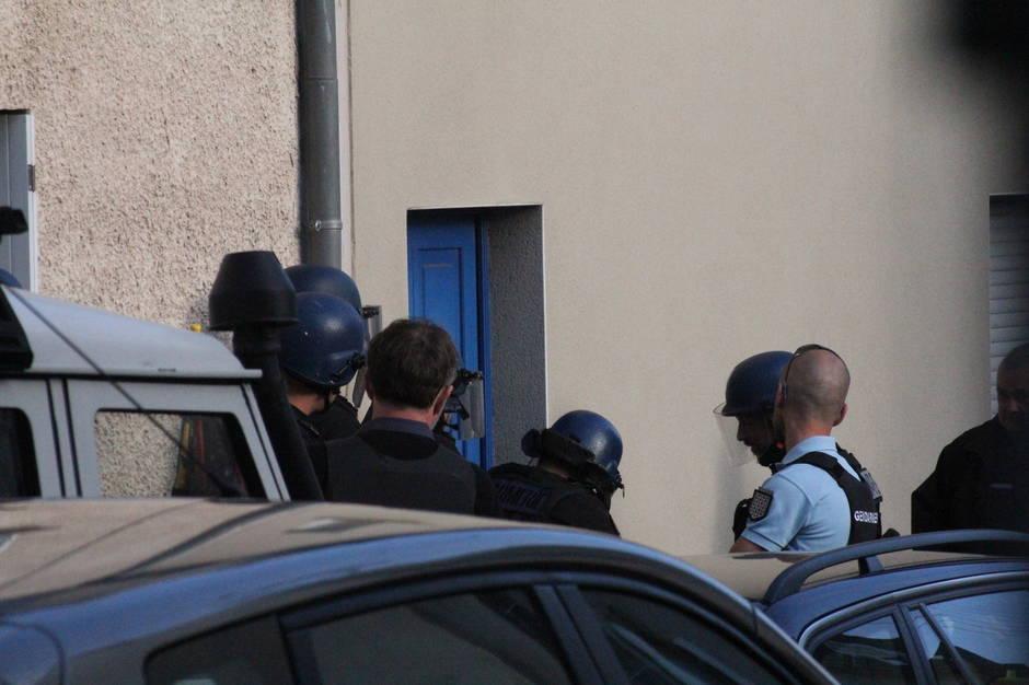 dc1a650e3e8fba16844096142f15d091-info-ouest-france-vannes-intervention-de-la-gendarmerie-pres-de-la-place-de-la-liberation_0