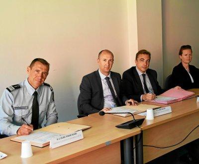 de-gauche-a-droite-le-colonel-richard-pegourie-sebastien_3954289_400x330p