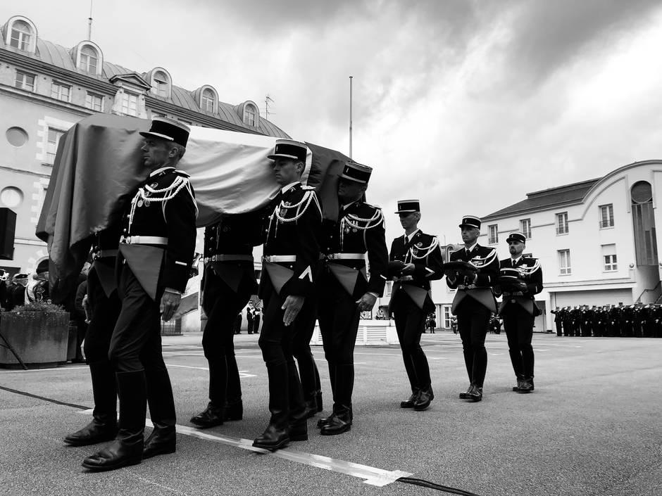 f561f2161ec9b972d9e4ec63518e9c1a-gendarme-decede-dans-le-morbihan-une-ceremonie-militaire-pleine-d-emotion_0