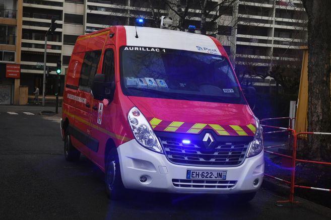 illustration-sapeurs-pompiers-grande-echelle-vehicule_3803910