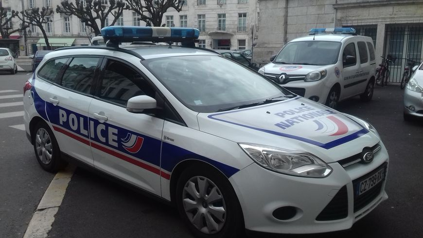 870x489_photo_voiture_police