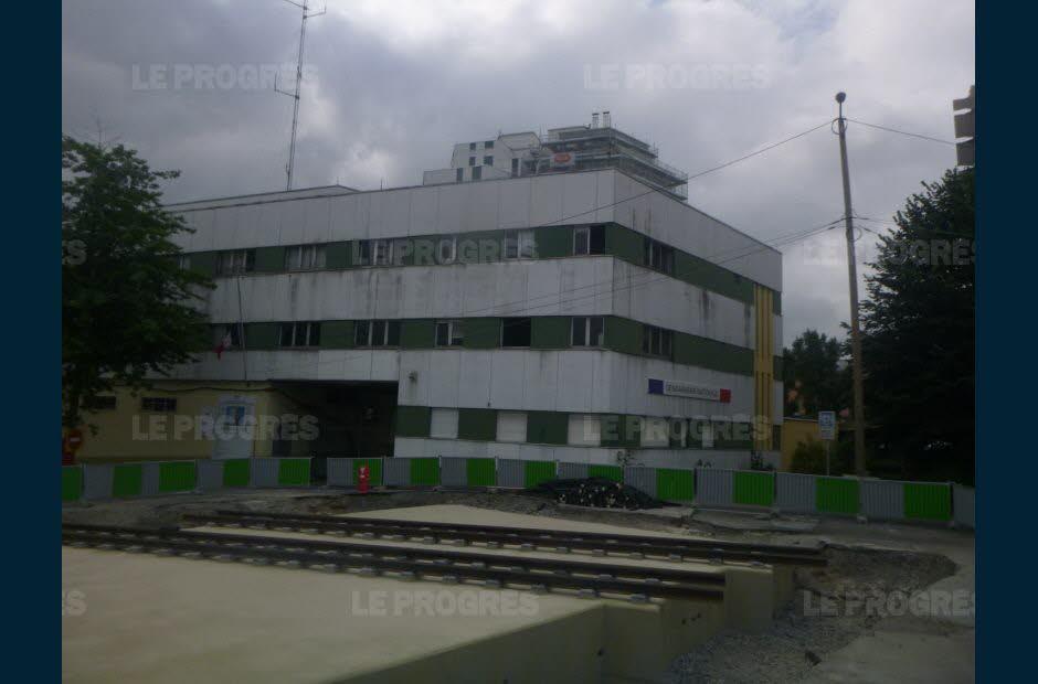 le-chantier-de-la-gendarmerie-de-la-rue-claude-odde-cotoie-celui-de-la-future-ligne-de-tram-photo-le-progres-1531057567