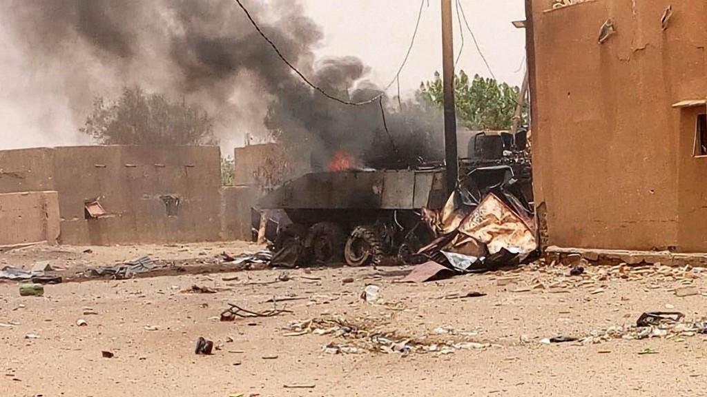 un-blinde-en-flammes-apres-une-attaque-contre-des-soldats-francais-le-1er-juillet-2018-a-gao-au-mali_6081916