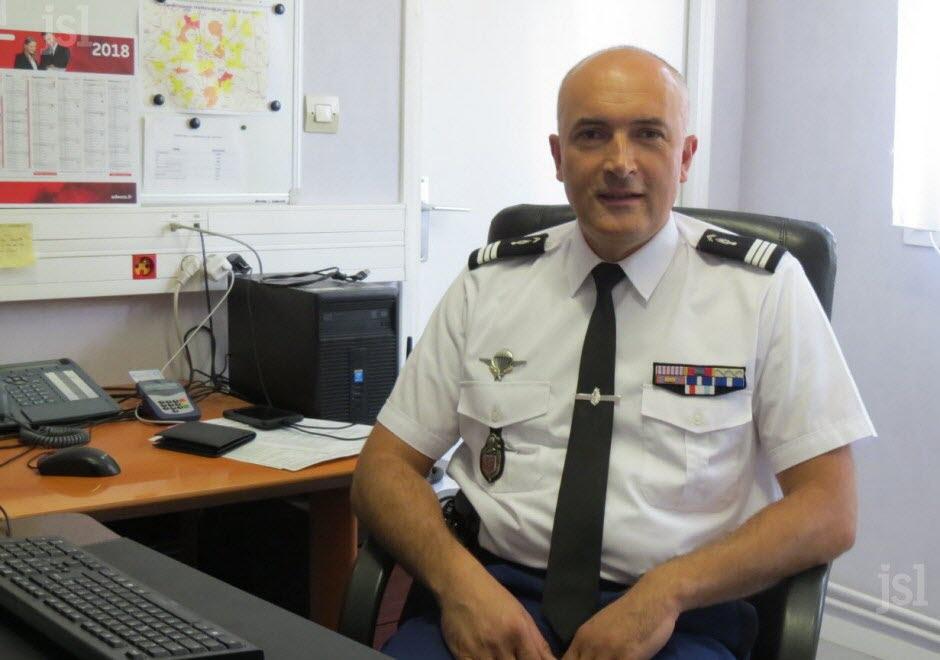 le-nouveau-commandant-de-la-compagnie-de-chalon-le-capitaine-fabien-farrugia-photo-jean-marc-mazue-1534964505