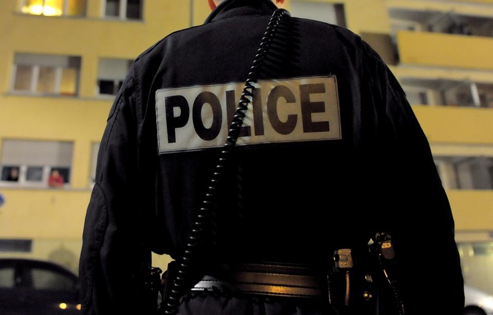 960x614_un-policier-illustration