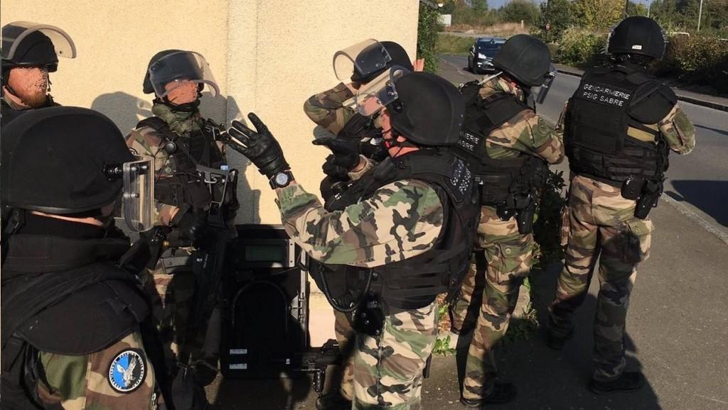 a8b2d4f9e3a5c285b5049d7fba6b96d0-pres-de-rennes-70-gendarmes-en-exercice-sur-une-attaque-terroriste