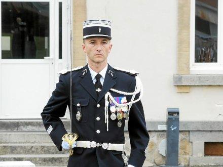 le-chef-d-escadron-milliasseau-est-titulaire-d-un-dess-de_4212781_440x330p