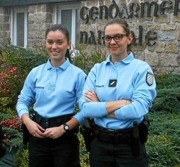 pour-ces-deux-gendarmes-la-presence-a-la-brigade-et-sur-le_4206622_356x330p