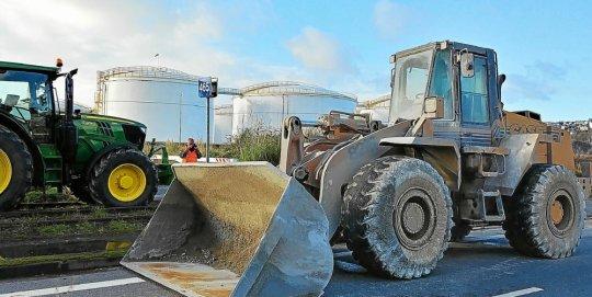 brest-le-btp-determine-a-bloquer-le-depot-petrolier-ce-week_4297689_540x271p