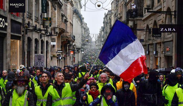 1545472450_gilets-jaunes-acte-6-mobilisation-surprise-a-montmartre