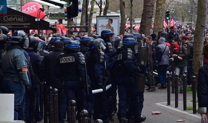 Manifestation_contre_la_loi_Travail_9_avril_2016_02-800x475