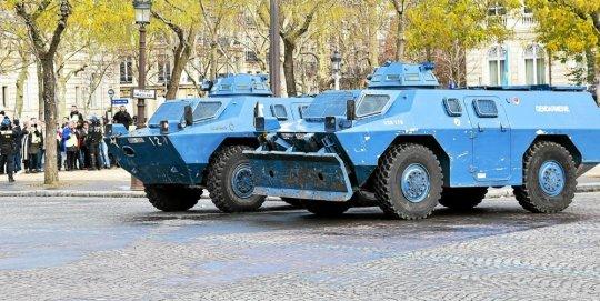 les-blindes-de-la-gendarmerie-mobilises-samedi-dernier-a_4318153_540x271p