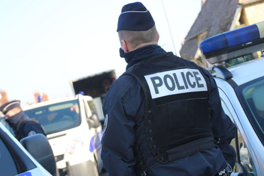 Police-8-1-854x569