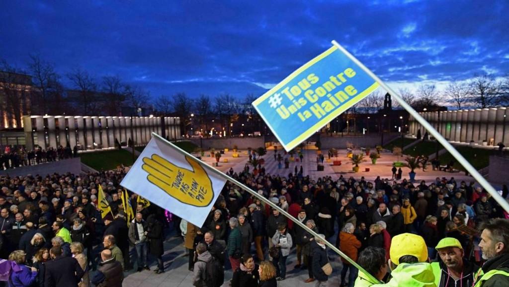 72acb3d594a93f00c58b785712c9be9e-manifestation-contre-l-antisemitisme-brest-mais-pourquoi-siffler-les-gilets-jaunes_1