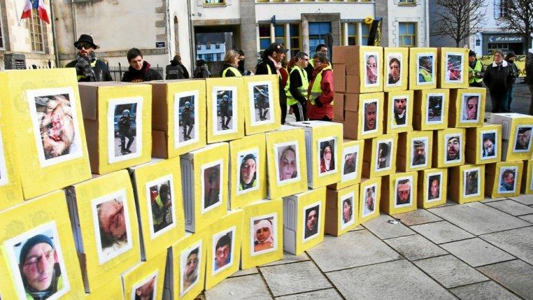 les-manifestants-ont-erige-un-mur-de-la-honte_4400004_771x434p