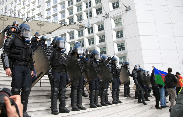 640x410_forces-ordre-deployees-devant-arche-defense-pres-paris-6-avril-2019
