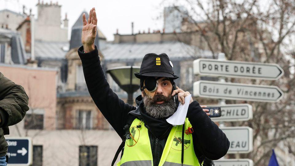 l-une-des-figures-des-gilets-jaunes-jerome-rodrigues-avant-le-depart-du-defile-contre-les-violences-policieres-a-paris-le-2-fevrier-2019_6149572