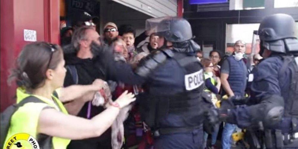 videacute-o-un-policier-met-des-gifles-agrave-un-manifestant-une-enquecirc-te-ouverte-par-lrsquo-igpn