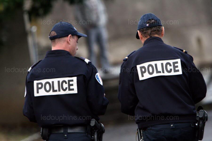 ce-sont-les-policiers-apres-avoir-force-la-porte-d-entree-de-l-appartement-qui-ont-fait-la-macabre-decouverte-photo-d-illustration-afp-1561097316