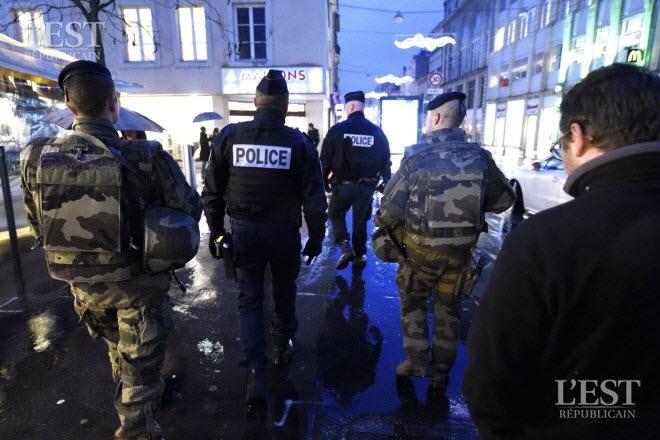 depuis-les-attentats-de-2015-les-militaires-de-l-operation-sentinelle-collaborent-avec-la-police-pour-effectuer-des-patrouilles-photo-er-alexandre-marchi-1559321690
