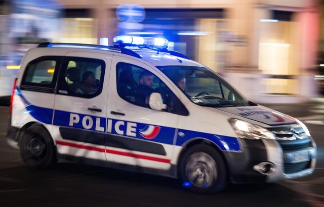 640x410_une-voiture-de-police-en-intervention-a-paris-illustration