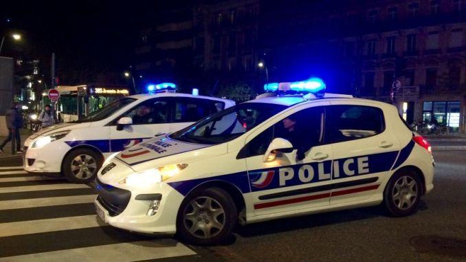 870x489_2_voitures_de_police_la_nuit_illustration_sm