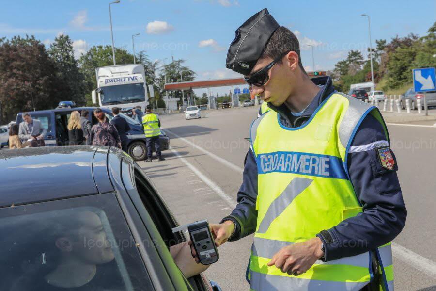 photo-illustration-controle-gendarmerie-le-dl-1562342795